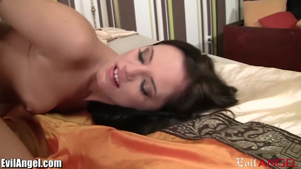 European babe Vanda Lust worshiped a cock with her mouth