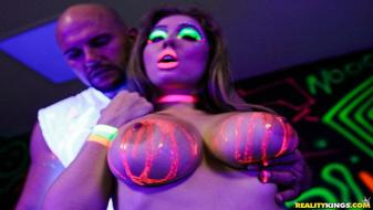 BigNaturals – Lena Paul – Blacklight Babe