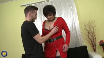 Maturenl - Curvy housewife Dalia doing her toyboy