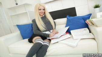 Mofos - I Know That Girl - Elsa Jean Knows How to Fuck