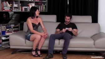 Frenchgonzo - He gets to know his mature neighbour, a noisy and cheerful...