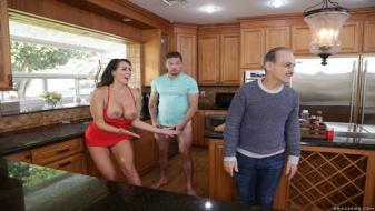 Brazzers - Mommy Got Boobs - Too Hot To Handle