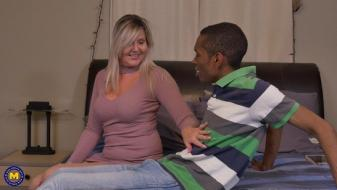 Maturenl - Canadian housewife Velvet Skye goes interracial
