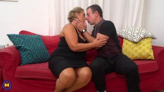 Maturenl - Chubby mature lady doing her toyboy